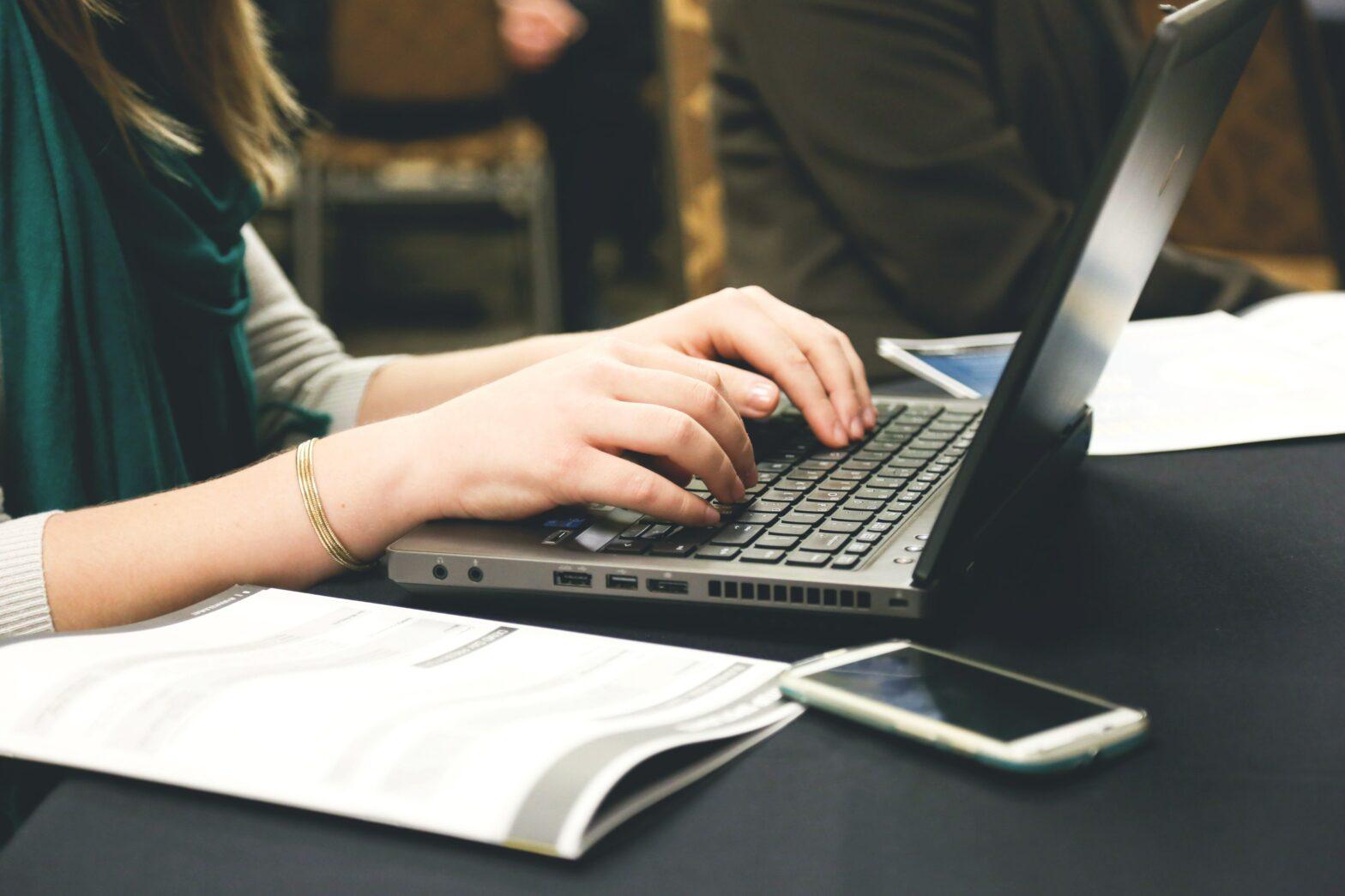 """""""Praxis Online-Texten"""": Der neue Ratgeber für das Texten im (Social) Web"""